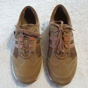 Clarks shoes size:8M